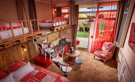 Upcycling-Hotel ALLES PALETTI - Senlac Tours